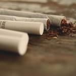 【隣人トラブル】マンションのベランダでタバコを吸うお隣さんが迷惑!ベストな対処法とは。