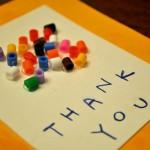 幼稚園の先生に贈る手作りメッセージカードの基本のつくり方と参考になる海外デザイン例を3つご紹介。