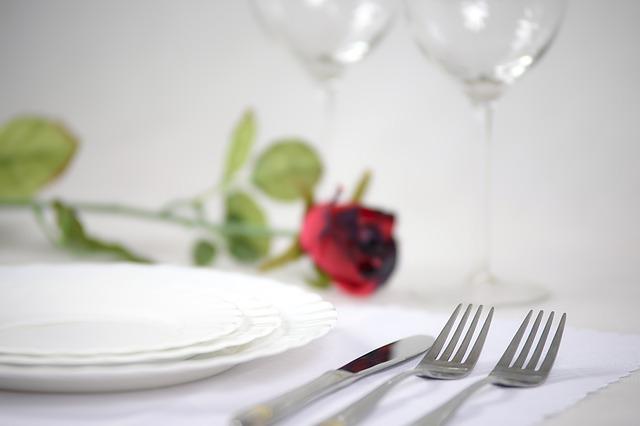 elegant-tableware-1431790_640