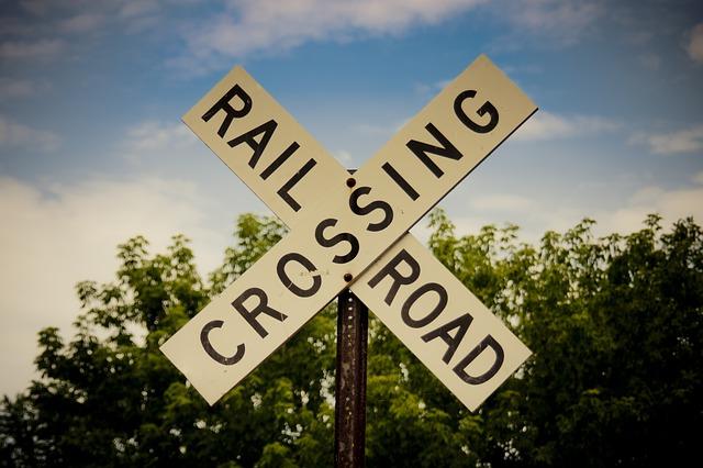 railroad-crossing-176975_640